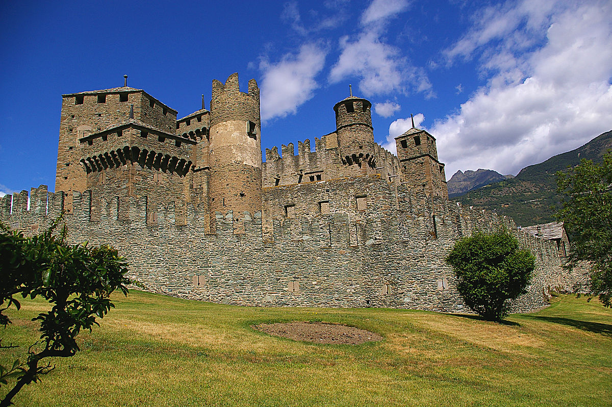 The most popular tourism castles to visit in italy il for Disegni casa castello